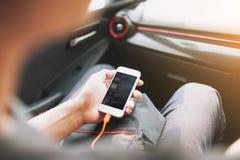 供以人员连接的电话对汽车中型系统 免版税图库摄影