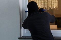 供以人员闯入房子 免版税库存图片