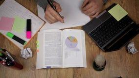 供以人员阅读书,膝上型计算机,顶视图 股票视频