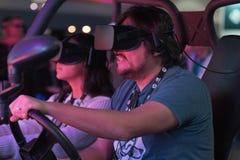供以人员驾驶在佩带未来派VR耳机的虚拟现实中 免版税库存图片