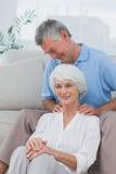 供以人员给肩膀按摩他的妻子 免版税图库摄影