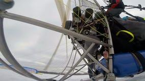 供给动力的滑翔伞引擎开始 股票录像