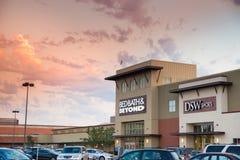 供巴恩住宿和以远, DSW鞋店 库存图片
