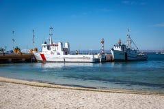 依靠在好的大海的地方小船在下加利福尼亚州,墨西哥靠岸 免版税库存图片