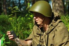 侦察员在森林里 库存照片