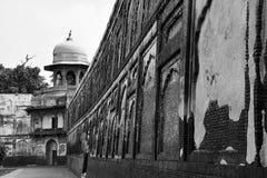 侧视图墙壁在古老Shalimar庭院里 免版税图库摄影