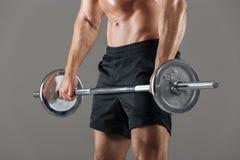 侧视图播种了一个坚强的赤裸上身的男性爱好健美者的图象 免版税库存图片