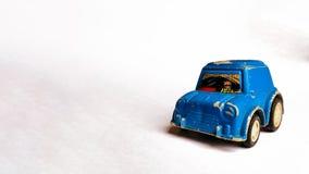 侧视图照片被拍摄孩子的蓝色玩具汽车白色背景的 库存照片