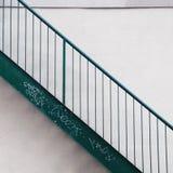 侧视图金属绿色台阶 库存照片
