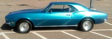 侧视图1969古色古香的雪佛兰Camaro 免版税库存照片