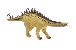 侧视图黄色在白色背景的huayangosaurus玩具 免版税库存照片