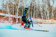 侧视图年轻滑雪者在种族以后结束下坡在高山滑雪的俄国杯期间 免版税库存图片