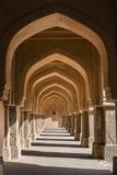侧面墙曲拱在Rajaon ki baoli的在Mehrauli考古学公园 免版税库存照片