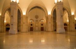 侯赛因Bin塔拉勒国王清真寺在阿曼(在晚上),约旦 免版税库存照片