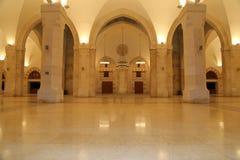 侯赛因Bin塔拉勒国王清真寺在阿曼(在晚上),约旦 免版税库存图片
