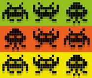 侵略者样式Pix色的样式。空间侵略者, 8bit外籍人被设置 库存例证