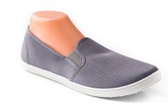 便宜的灰色体育鞋子 库存图片