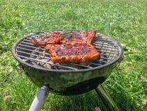 便携式的木炭格栅 烤肉,牛排 选择聚焦 库存照片