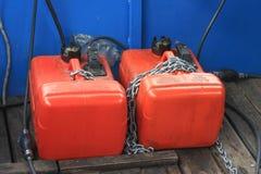 便携式的海洋小船汽油箱 免版税库存图片