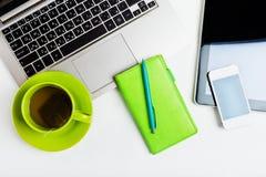 便携式计算机,片剂个人计算机,计划者,笔, MOBIL 免版税库存图片