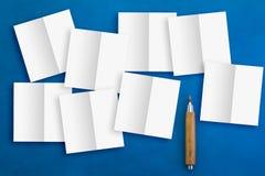 便条纸裁减技术和铅笔 库存照片