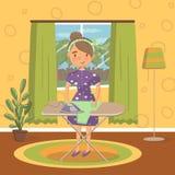 便衣电烙的衣裳的少妇在一个电烙板在客厅,葡萄酒舒适家庭内部传染媒介 向量例证