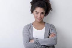 便衣的一名年轻确信的妇女 免版税库存照片