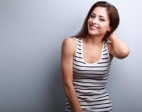 便衣的健康笑的少妇 免版税库存图片