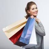 便装样式妇女举行购物袋 演播室女性被隔绝的po 库存图片