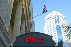 俄亥俄剧院大门罩给剧院的标志哥伦布交响乐团做广告在街市哥伦布,俄亥俄 免版税图库摄影