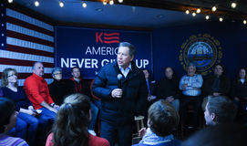俄亥俄州长约翰Kasich在纽马基特, NH, 2016年1月25日讲话 库存图片