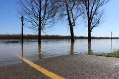 俄亥俄河在路的洪水在极光,印第安纳 库存图片