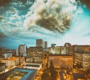 俄勒冈波特兰 城市地平线在一个美好的夏夜 免版税库存照片