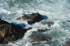 俄勒冈海岸线的凶猛海 图库摄影