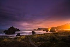 俄勒冈海岸风景在晚上 库存图片