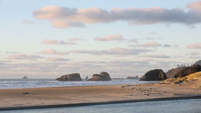 俄勒冈海岸,海浪,沙子, Tillamook岩石光 股票视频