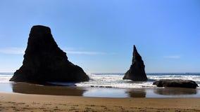 俄勒冈海岸Bandon海滩,巫术师帽子岩石 库存图片