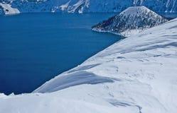 俄勒冈的雪的Crater湖 库存图片