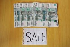 俄国一千笔记的销售。 库存图片