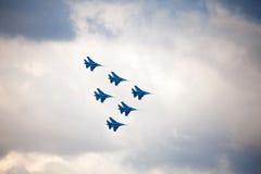 俄国人授以爵位俄国空军队的特技示范队 免版税图库摄影