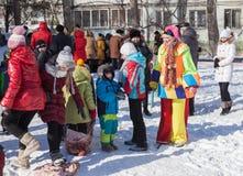 俄国人民庆祝Shrovetide 免版税库存照片