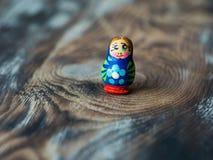 俄国传统玩偶Matrioshka、Matryoshka或者Babushka宏观射击  免版税图库摄影