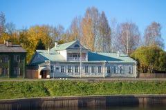 俄国作曲家N的家庭房子的看法 A 林姆斯基- Korsakova 10月下午 Tikhvin,俄罗斯 库存照片
