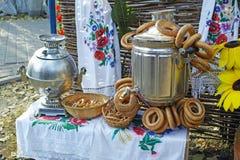 俄国俄国式茶炊和百吉卷 免版税库存图片