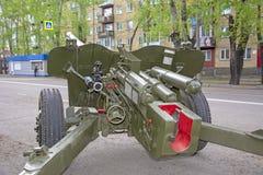 俄国军事设备特写镜头 在城市 和平时期 火炮枪 免版税库存图片