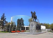 俄国军事领导米哈伊尔・库图佐夫的纪念碑 库存图片