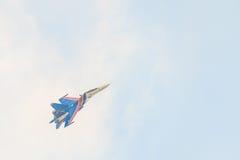 俄国军用航空器战斗机su30 sm侧面部队C,在天空爬升 免版税库存图片