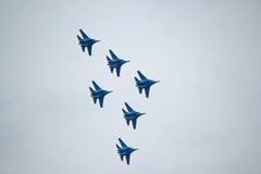 俄国军用飞机展示特技飞行 库存照片