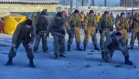 俄国军队着陆队伍的示范表现 库存照片