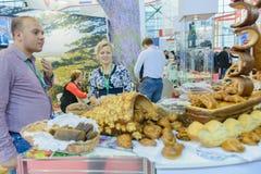 俄国农业的和工业的陈列金黄秋天 免版税库存照片